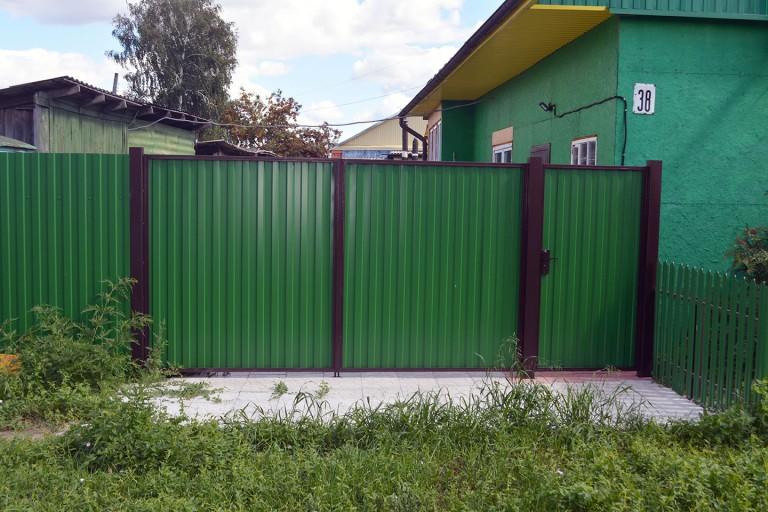 Бюджетные ворота с зеленым профлистом