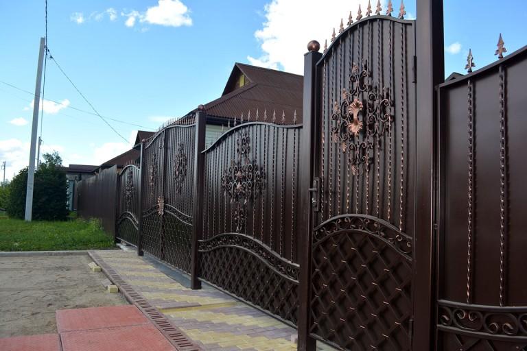 Калитка с воротами с элементами декора