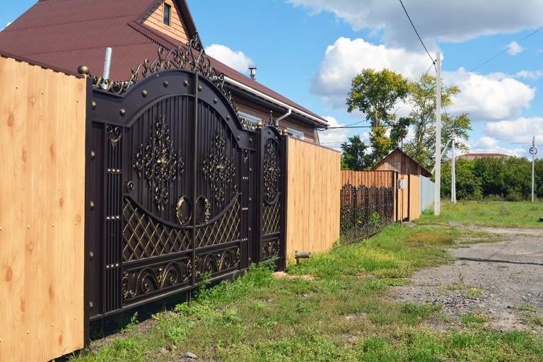 Парадные ворота с калиткой и полисадником